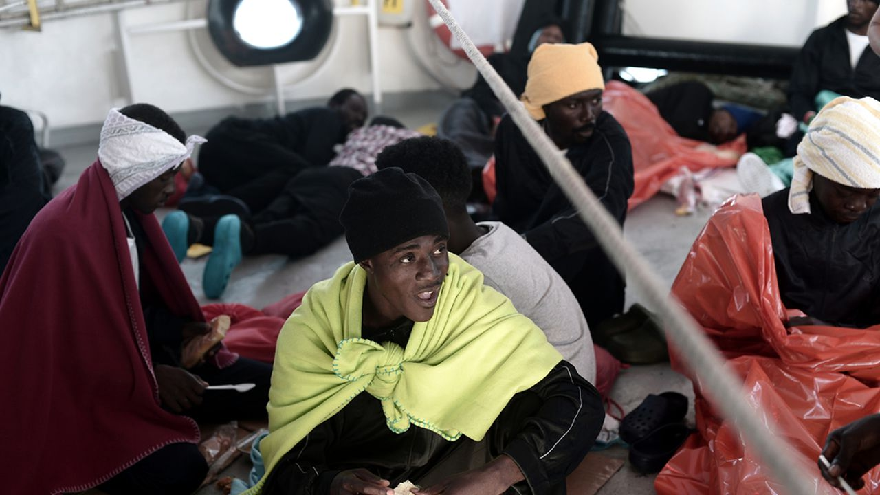 El estado del mar podría retrasar al domingo la llegada de los migrantes