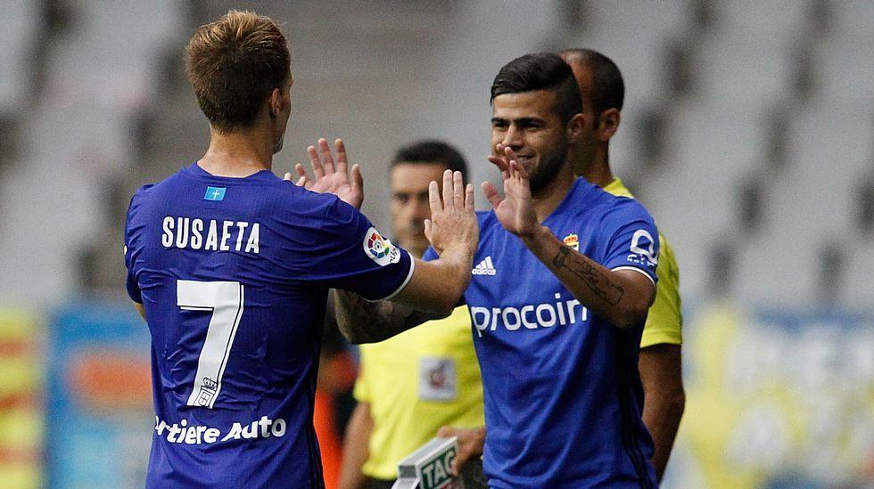Susaeta Alaniz Carlos Tartiere Real Oviedo.Toché anota el 1-0 frente al Extremadura
