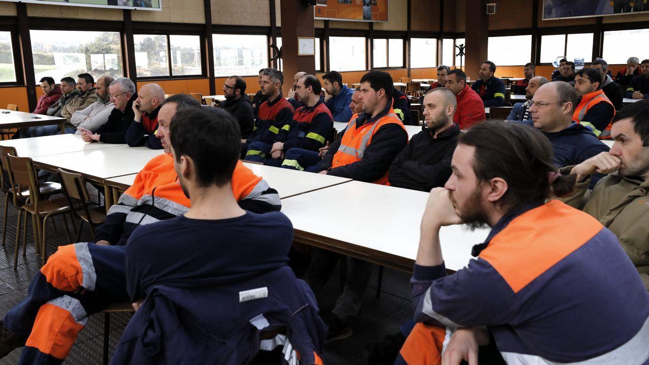 ¿Cómo seadaptan los bancos a las nuevas tecnologías?.Asamblea de trabajadores de la fábrica de Alcoa de San Cibrao, que se suman al a huelga del día 19
