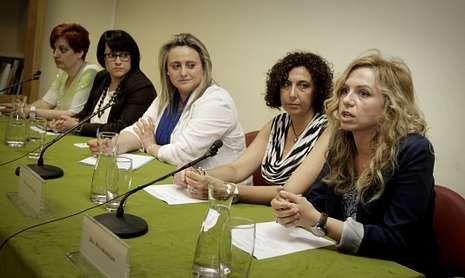 Tres autoras de novela romántica, Helena Nieto, Violeta Lago y Rita Morrigan presentaron sus obras en la Biblioteca Provincial.