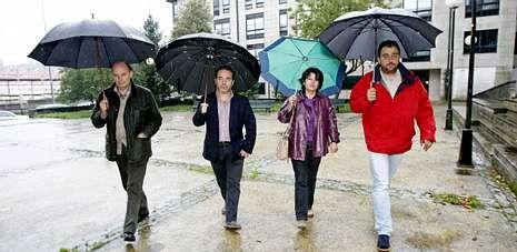 Aulas vacías y manifestaciones contra la Lomce.De izquierda a derecha José, Pedro, Sagrario y José Ramón, convocados por La Voz para evaluar la situación política y económica.