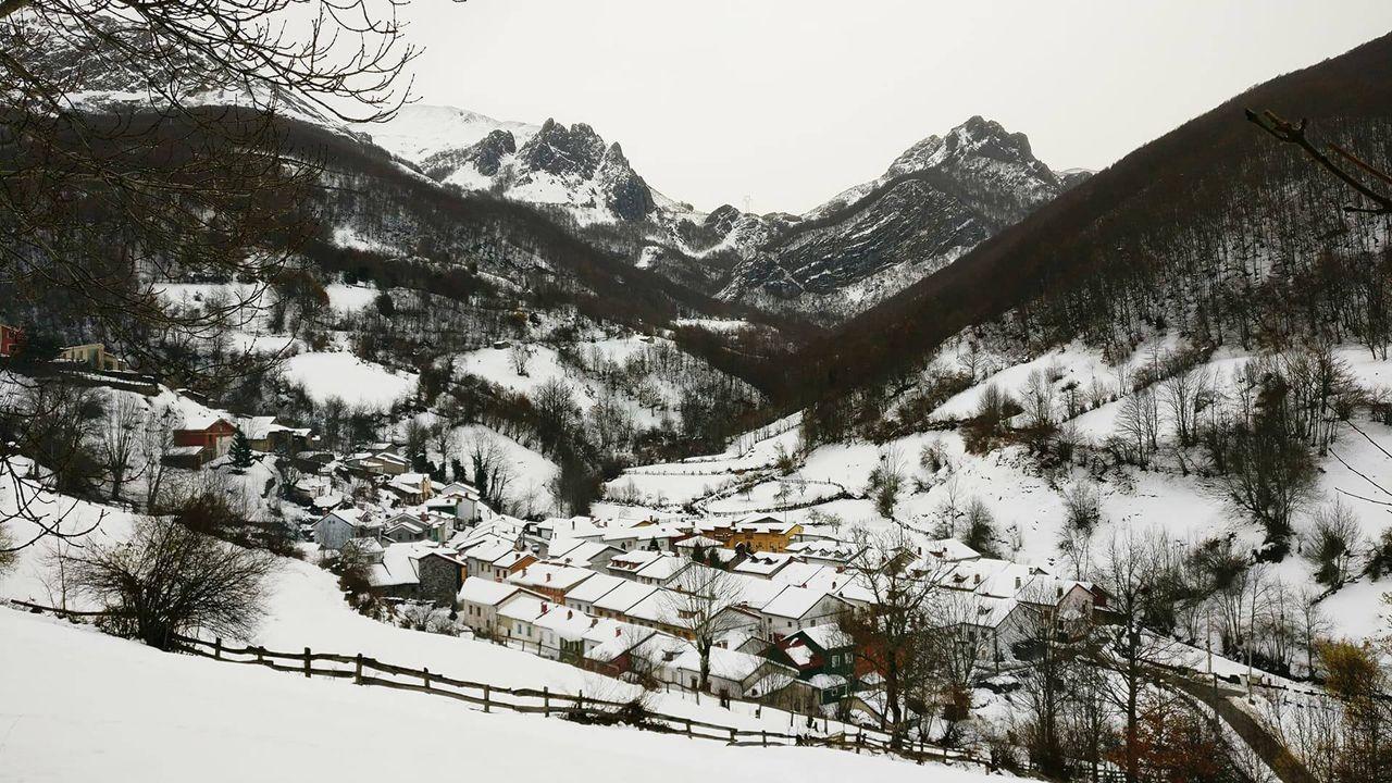 Postal invernal del pueblo de Tarna