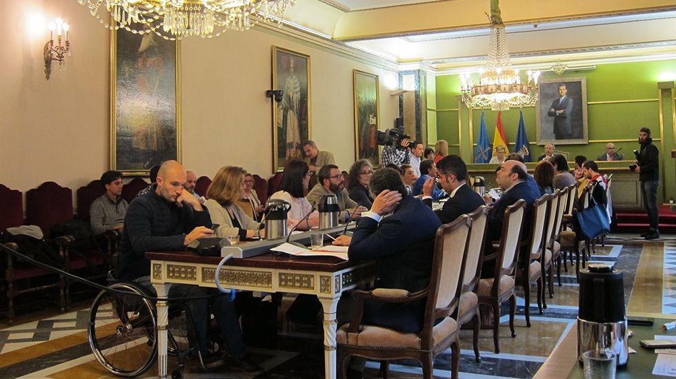 El alcalde, Wenceslao López, inaugura junto con Ana Taboada y Cristina Pontón la placa del bulevar de Oviedo.Pleno del Ayuntamiento de Oviedo