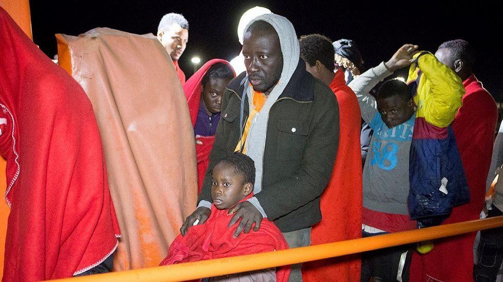 Immigrantes llegan al puerto de Motril después de serem rescatados