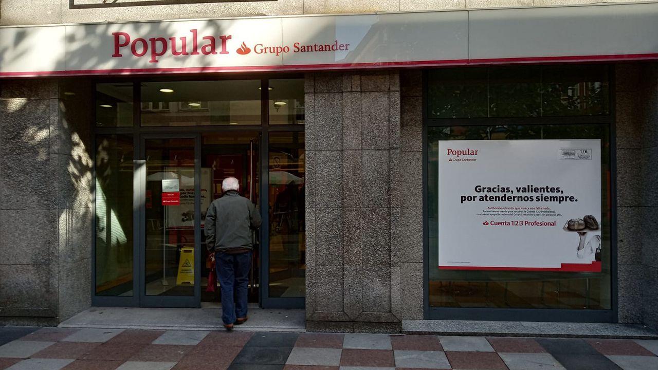 violencia de género, feminista, feministas, feminismo, agresiones a mujeres.Oficina del Banco Popular en la calle Uría de Oviedo