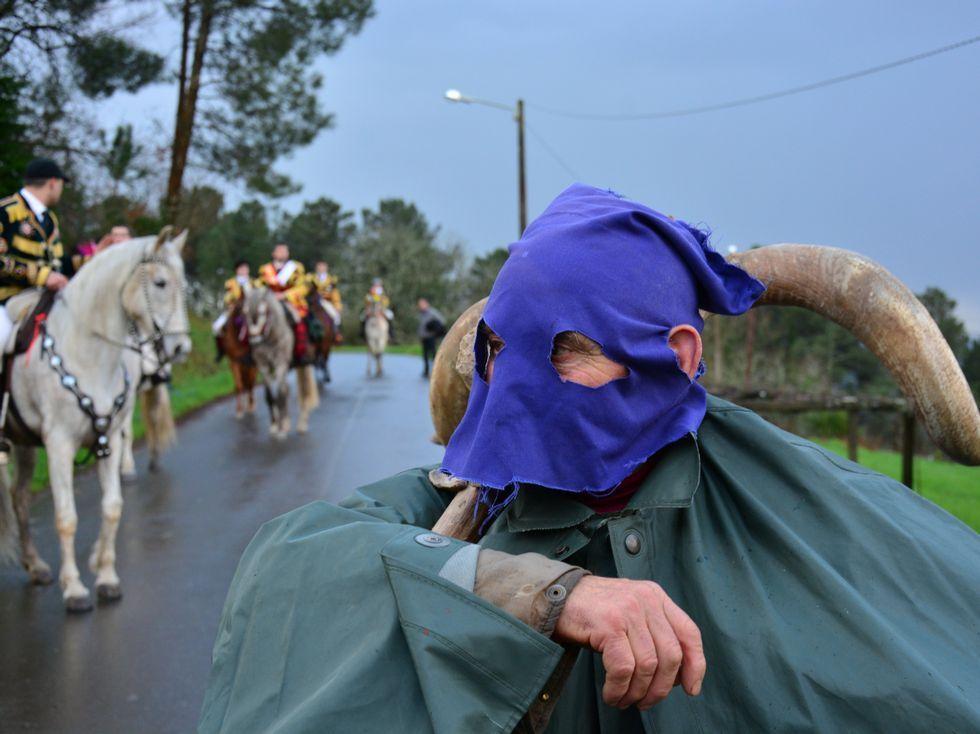 La búsqueda del joven de Láncara, en imágenes.El vello dos cornos se paseó por el carnaval de Salgueiros.