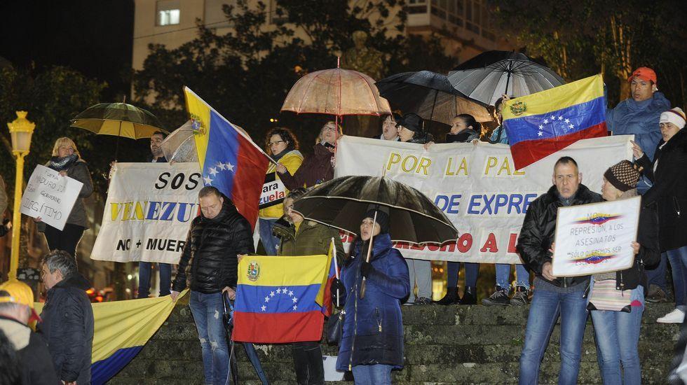 Juan Guaidóanuncia que asume la Presidencia de Venezuela.Concentracion de venezolanos en Madrid en defensa del Guaidó y contra Nicolás Maduro