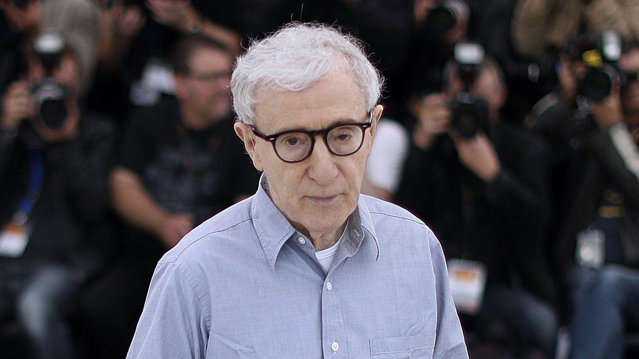 Woody Allen ya tiene competencia.Una postura de yoga