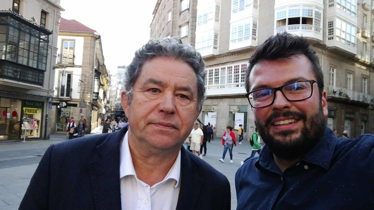 Gritos de fuera y aplausos para recibir en el hemiciclo a los políticos presos.Los tres alcaldes vinculados a las mareas en Galicia, en una imagen tomada en junio del 2017