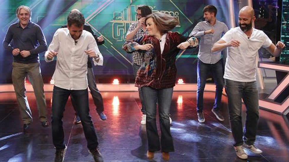 El baile de Soraya Sáenz de Santamaría en «El Hormiguero».Adolfo Suárez será el próximo invitado del programa de Bertín Osborne.