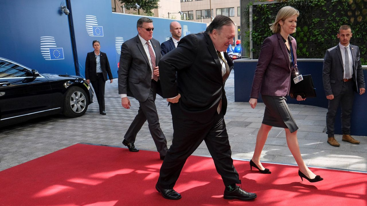 Mike Pompeo llegó a Bruselas por sorpresa tras aplazar un día su viaje a Rusia, donde se reunirá este martes con Putin