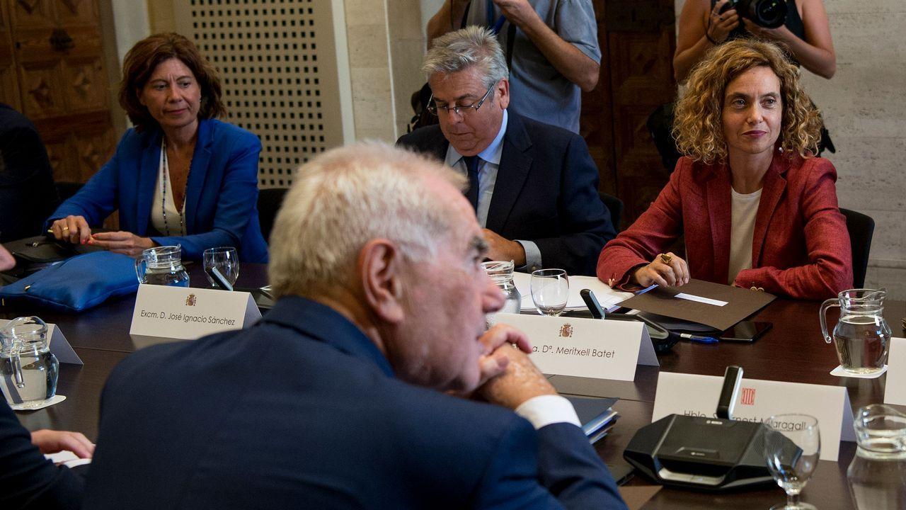 El etarra Santi Potros sale de prisión tras cumplir 30 años de condena.Maragall y Batet (enfrente) presidieron la primra reunión de la comisión bilateral desde el 2011
