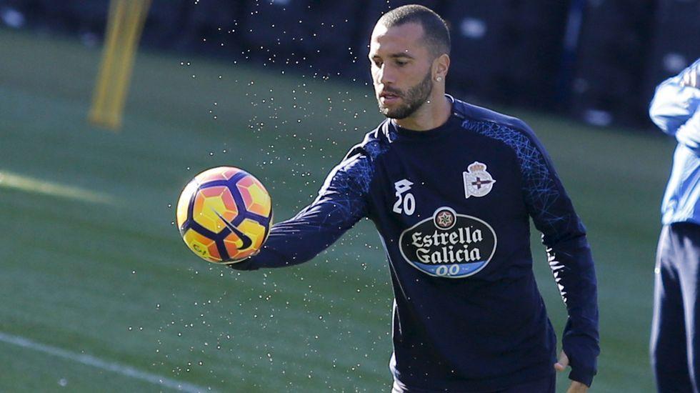 El Dépor se prepara con un partidillo en Riazor.Borja Valle durante una sesión de entrenamiento en su etapa en el Real Oviedo