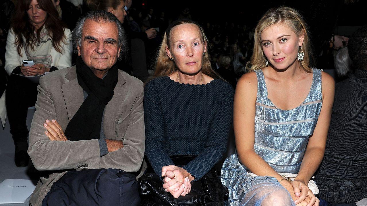 La alfombra roja de losBafta también se tiñe de negro.Patrick Demarchelier junto a Mia Demarchelier y Maria Sharapova en una imagen de archivo