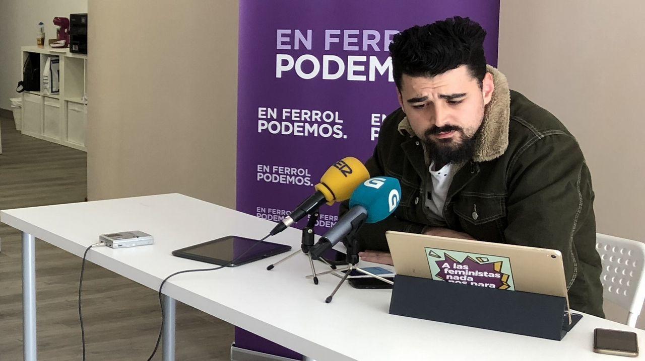 El secretario general de Podemos en Ferrol, Borja San Ramón, en la rueda de prensa en la que se anunció que Podemos no concurrirá a las municipales