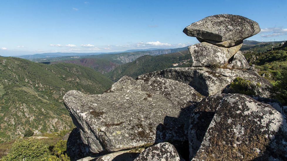 Ruta de senderismo de Moura (Nogueira de Ramuín). Formación rocosa conocida por los vecinos como Os Penedos de Rufino