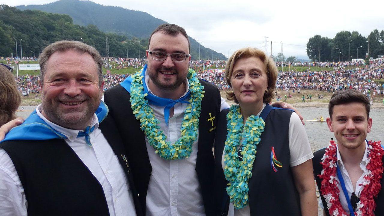 Adrián Barbón, junto a la delegada del Gobierno, en el Descenso Internacional del Sella