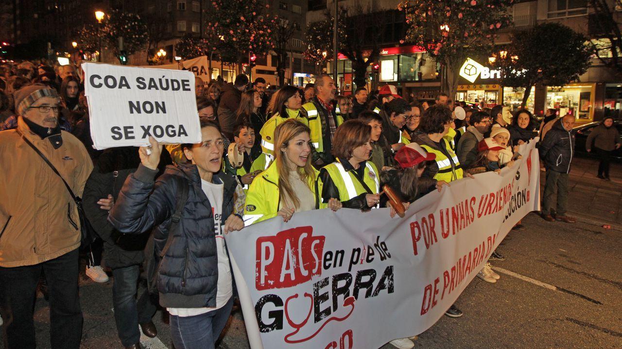 Personal de los PAC de Vigo, en una manifestación