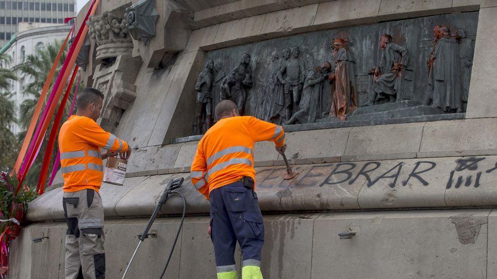 Pintadas en la estatua de Colón de Barcelona: «Nada que celebrar».