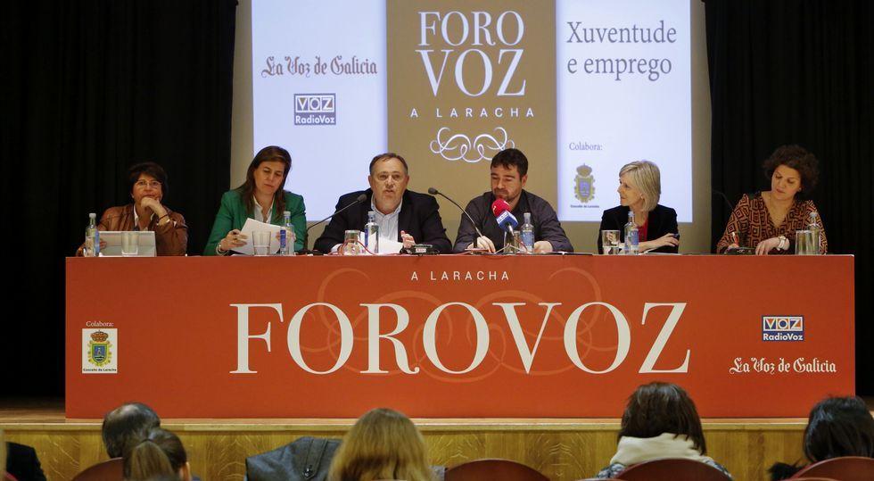 Las manifestaciones del 1 de mayo.Carmen Fernández, Cecilia Vázquez, José Manuel López, Fran Rodríguez (Radio Voz), Covadonga Toca y Alicia Blanco, en A Laracha.