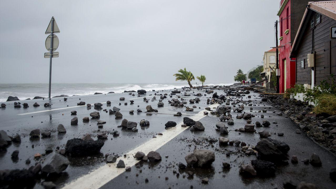 Acceso a la playa de Rodiles, a través de las dunas.El devastador paso del huracán «María» por Dominica