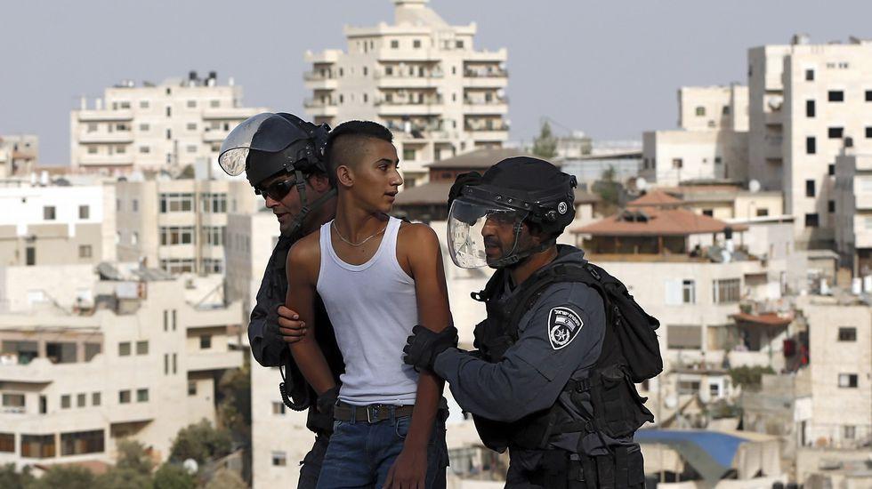 Enfrentamientos en la Explanada de las Mezquitas de Jerusalén.El fotógrafo vigués reflejó el miedo de la población palestina en su viaje a Cisjordania.