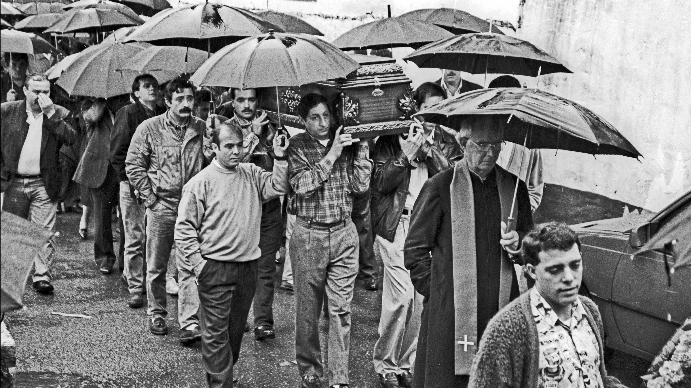 Funeral en Baiña. Mieres, por el minero fallecido en accidente en el Pozo Montsacro. 1992