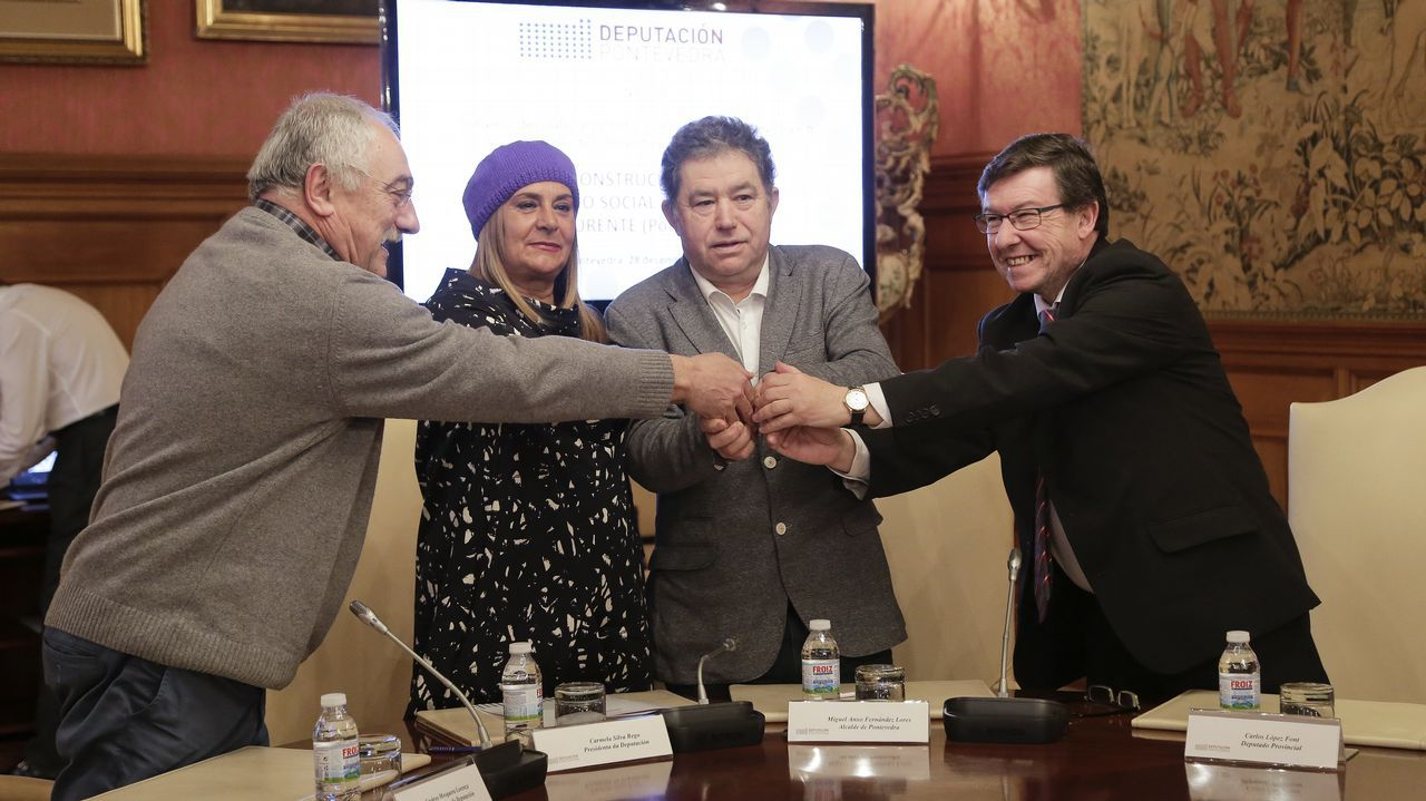 Visita a las obras del nuevo centro social de O Burgo.El alcalde Martiño Noriega durante un pleno en Santiago