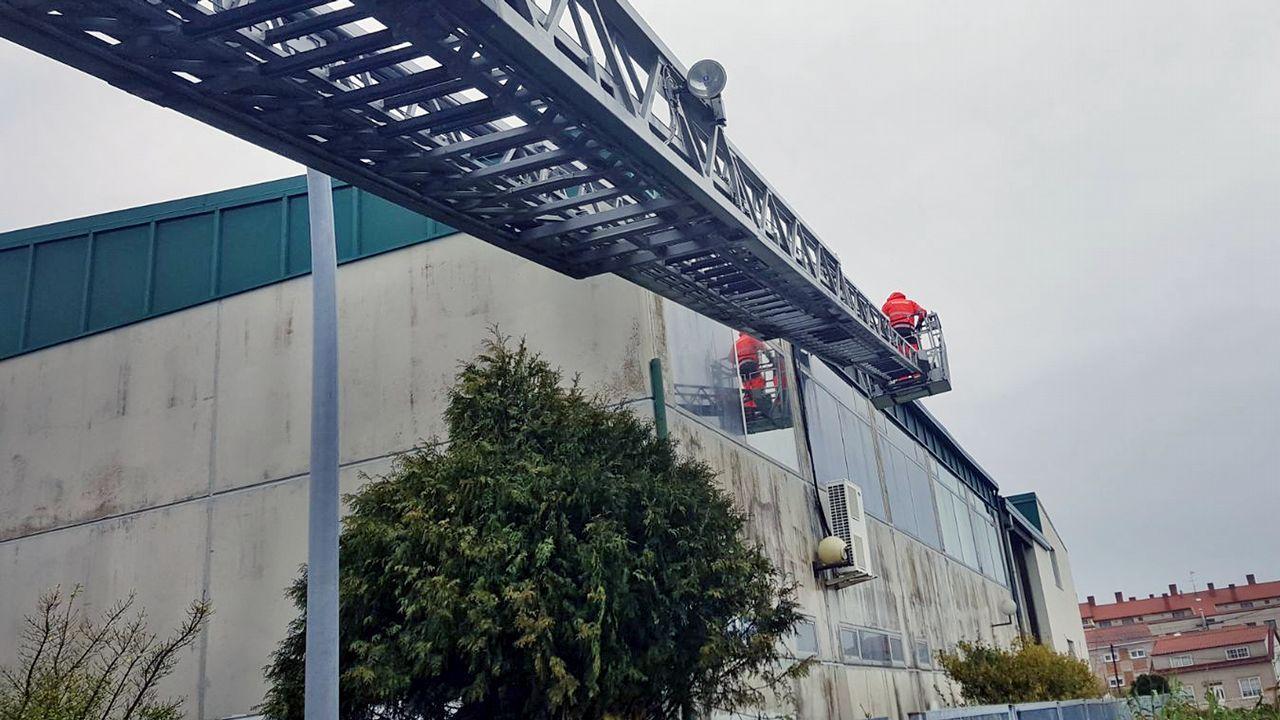 Pequeños desprendimientos de la fachada del instituto de A Illa
