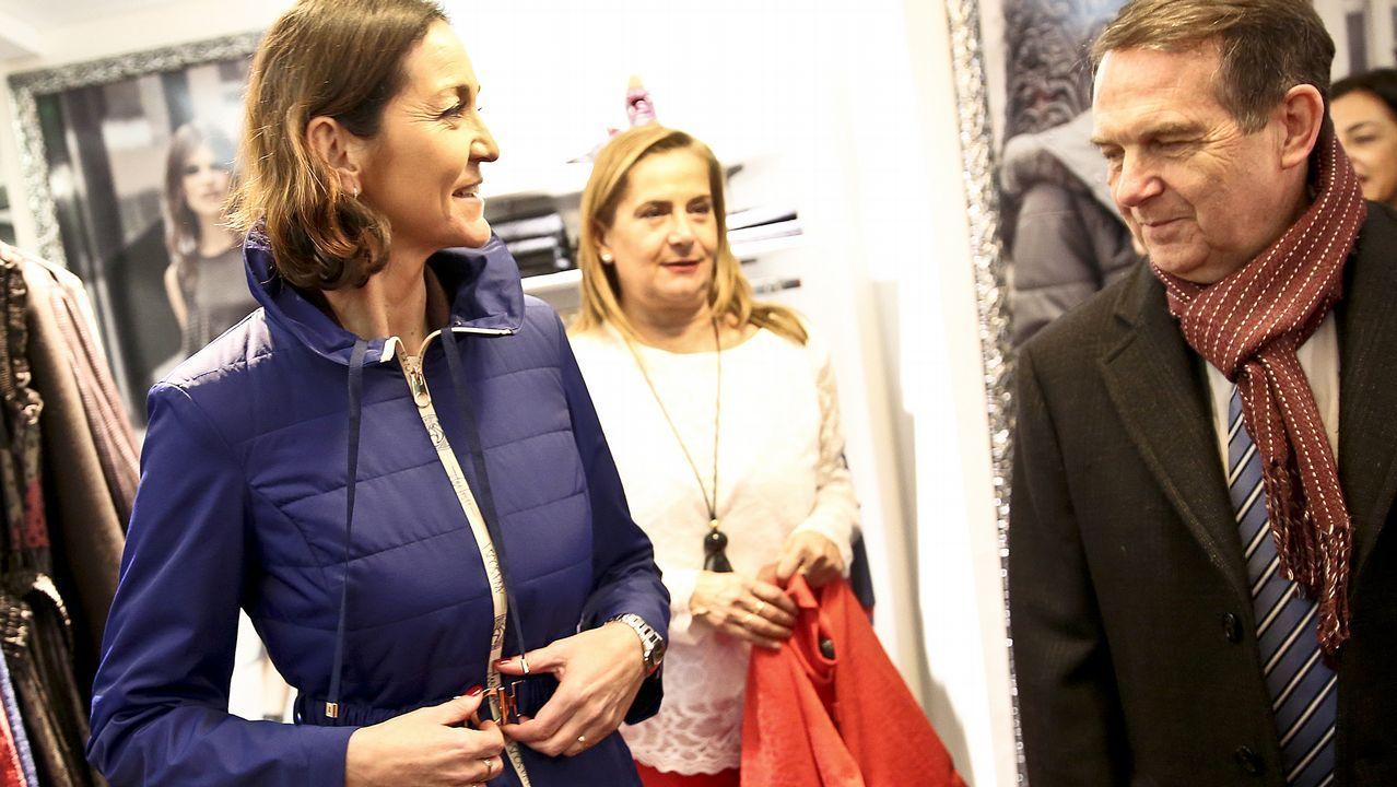 La ministra Reyes Maroto, de compras por Vigo.La primera ministra del Reino Unido, Theresa May