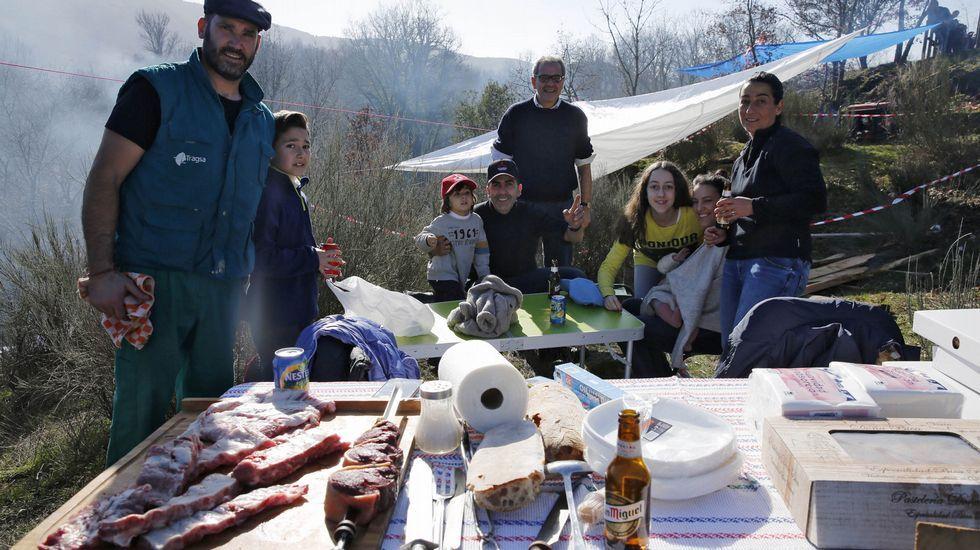 ¿Estuviste en la Festa do Botelo? ¡Búscate!.Nieve en A Pobra de Trives (Ourense)