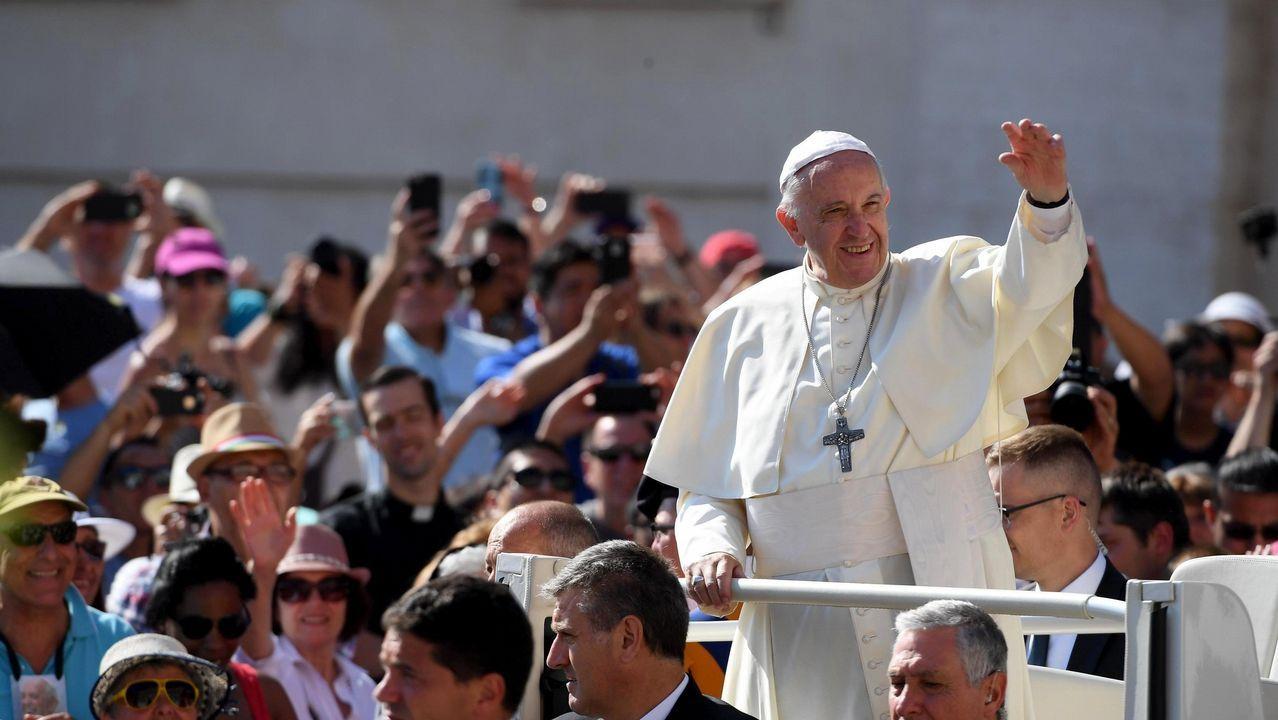 El cardenal Tarcisio Bertone, durante una celebración litúrgica en la Semana Santa del 2016
