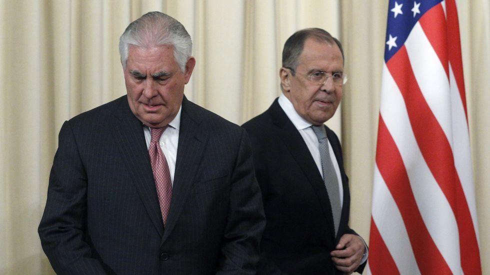 Tillerson y su homónimo ruso Lavrov (a la derecha)