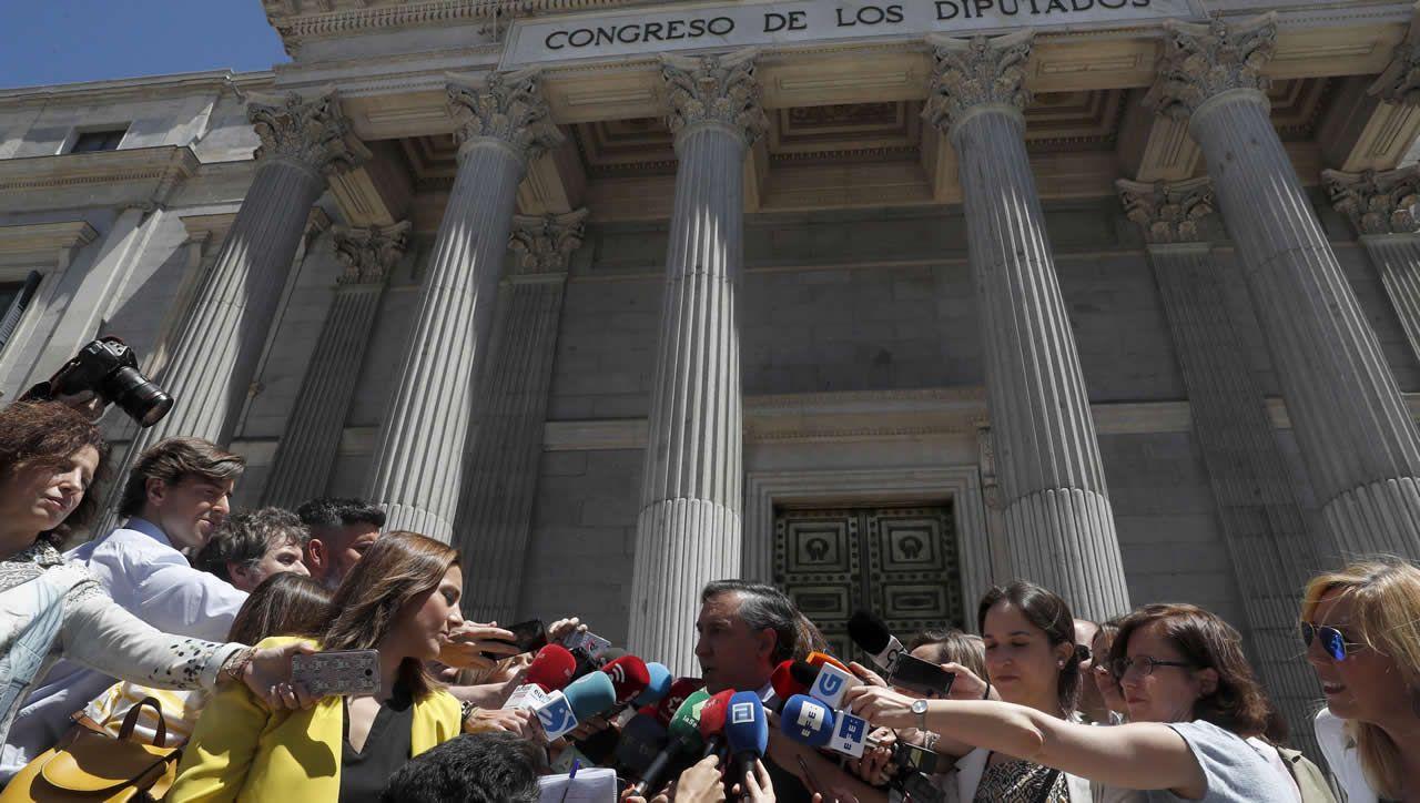 Frialdad entre Sáenz de Santamaría y Cospedal en el acto en Madrid de la fiesta del Dos de Mayo