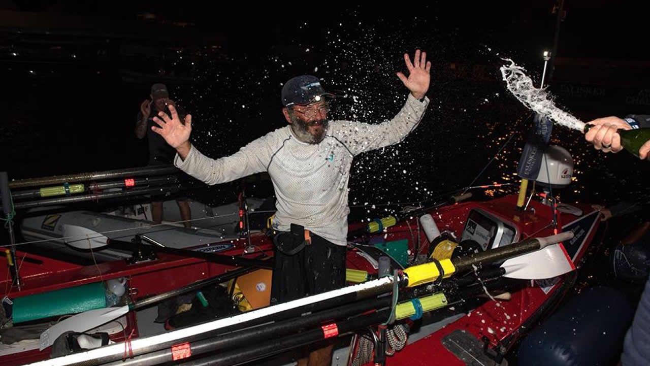 El gallego Jorge Pena completa su reto de cruzar el Atlántico a Remo.