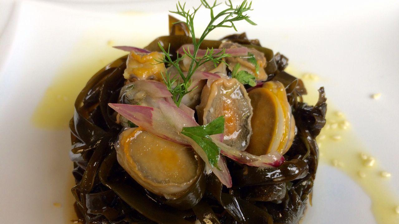 En el Carlos Oroza prepararon las algas en escabeche con cebolla