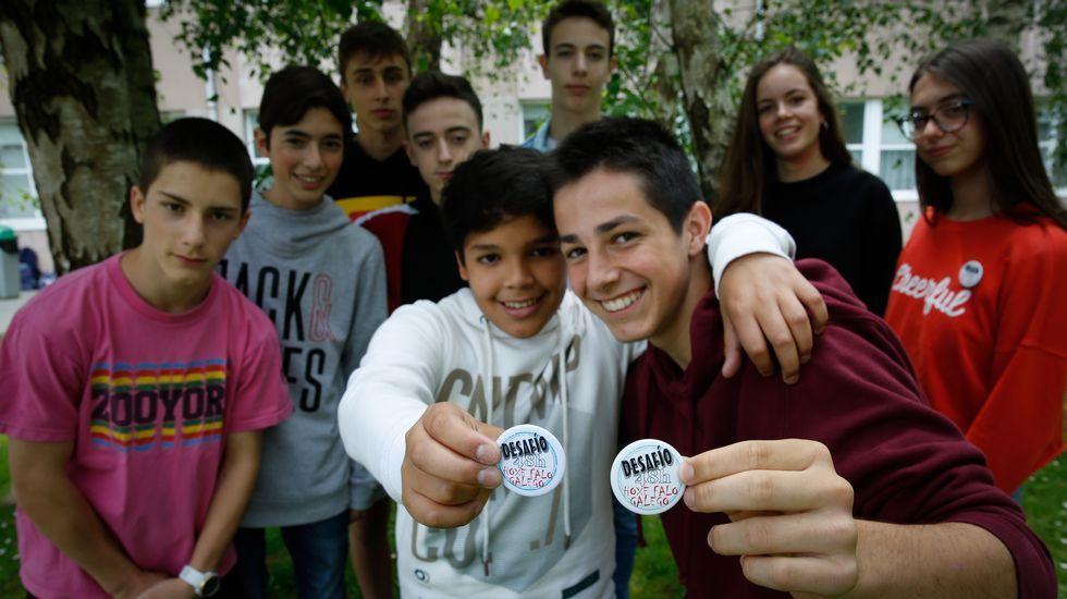 Estes son os rapaces do equipo de normalización lingüística do instituto María Casares, os que prepararon o Desafío48H
