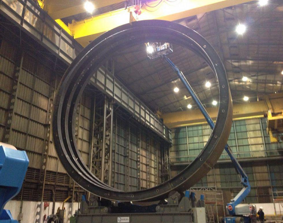 Tres drones espían las líneas eléctricas de Fenosa en Galicia.La obra de Statoil requirió de grandes inversiones en los talleres.