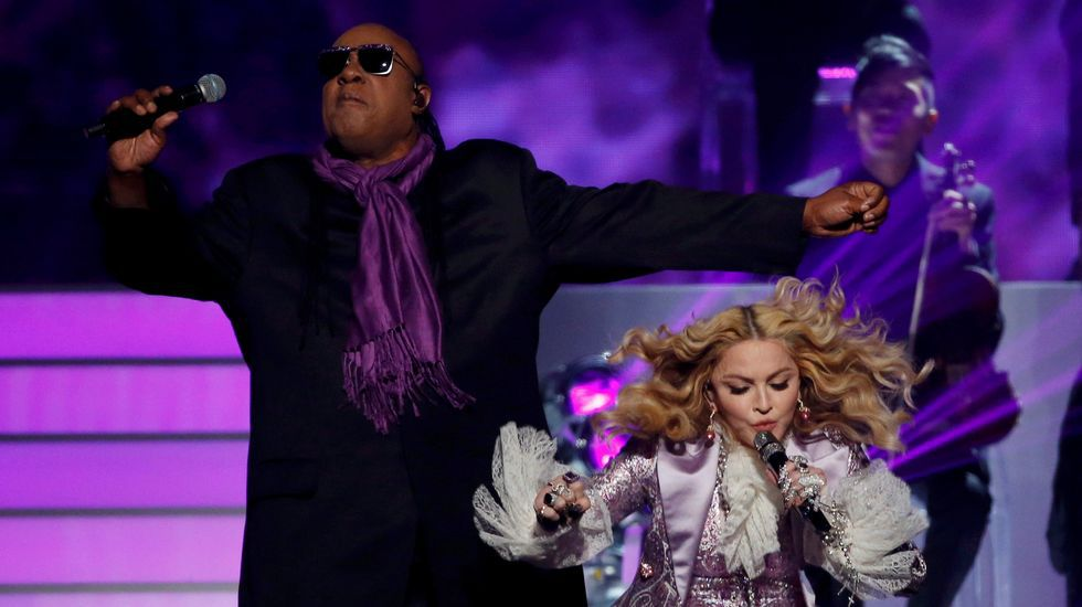 Madonna interpretó «Nothing Compares 2 U» en homenaje a Prince.