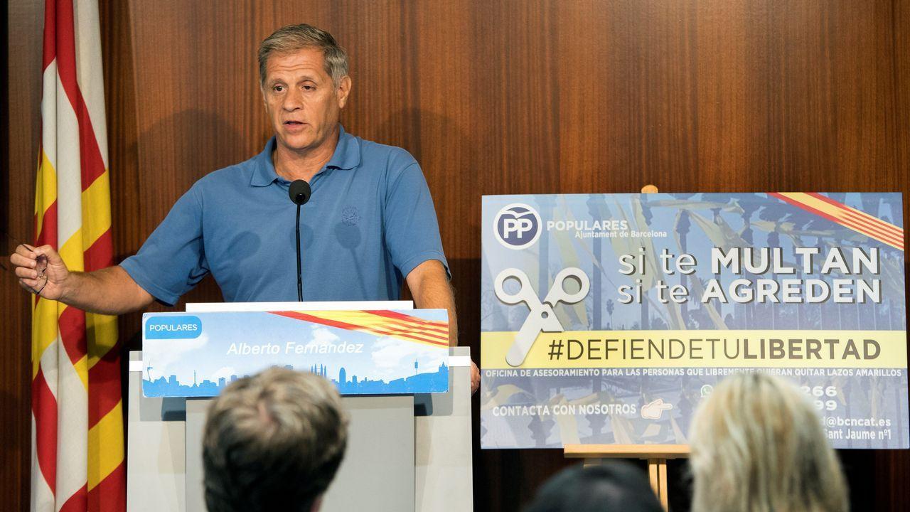 .El líder del PP en Barcelona, Alberto Fernández, anunció ayer la creación de una oficina para asesorar y apoyar a los ciudadanos con lazos amarillos