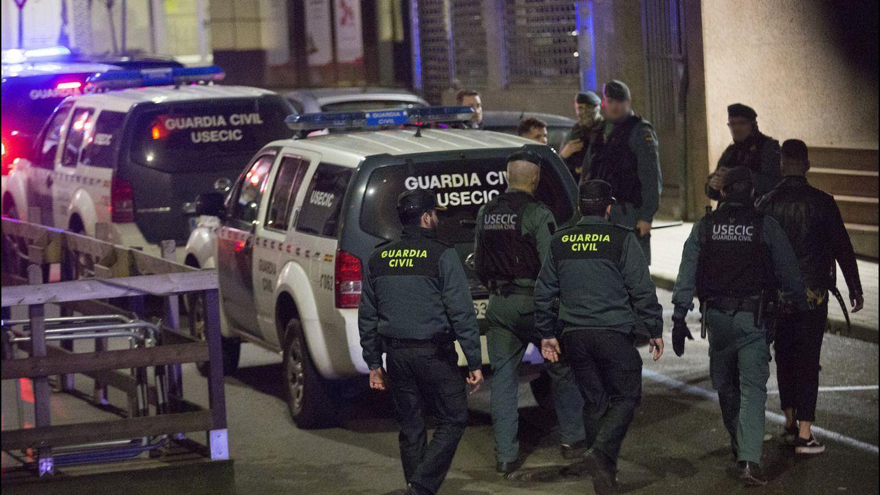 Amplio despliegue policial en un pub carballés para reforzar la seguridad