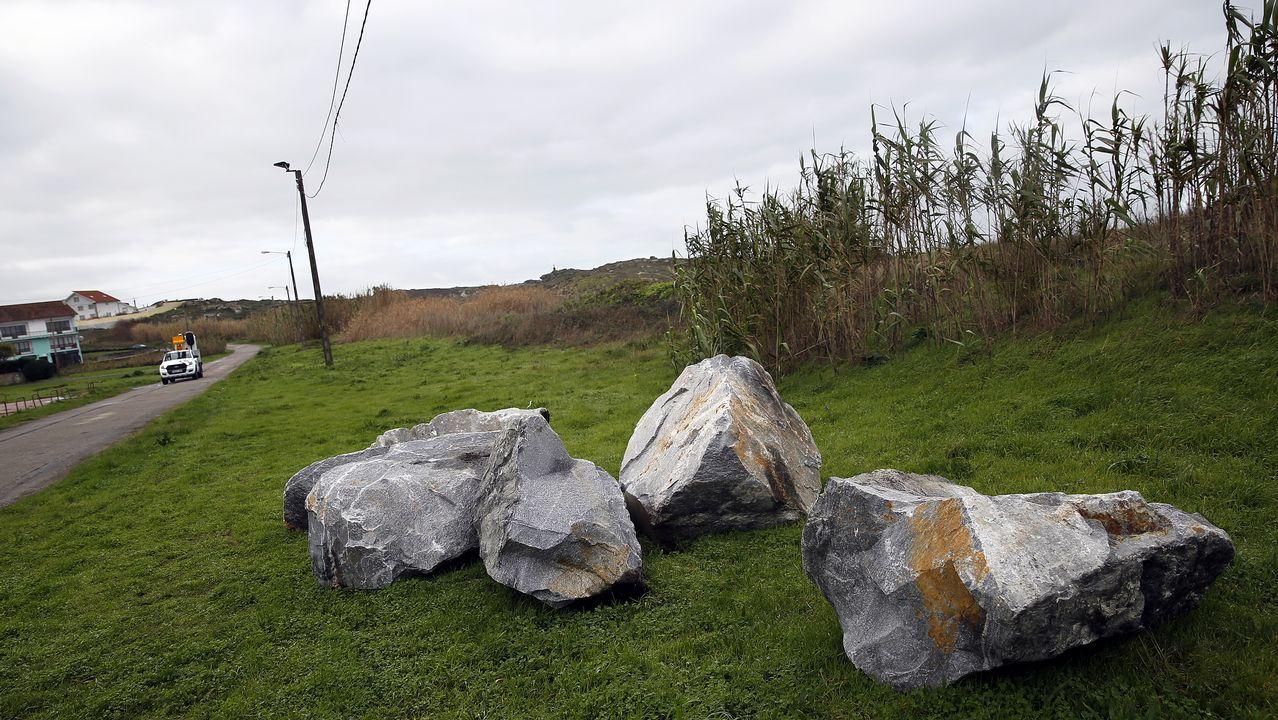 El viaje de Campbell inicia sus pasos en la prehistoria -en la imagen, el dolmen de Axeitos- y llega al arte contemporáneo -a la derecha, boceto de Picasso para el «Guernica»-