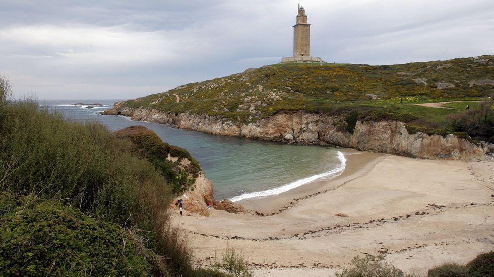 Playa de Retorta, en Boiro.Playa de As Lapas, de A Coruña