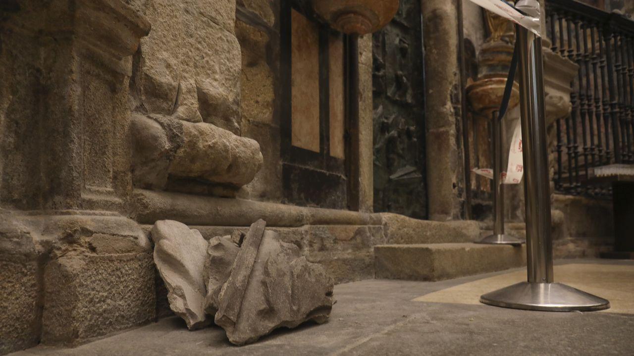 Obras y andamios en la nave central de la catedral de Santiago.Suspendido el desfile de entroido en Santiago por la lluvia