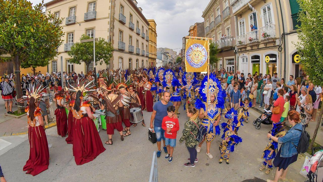 Ni la lluvia ni el frío pueden con la fiesta en Mondoñedo.CRISTIAN RODRÍGUEZ
