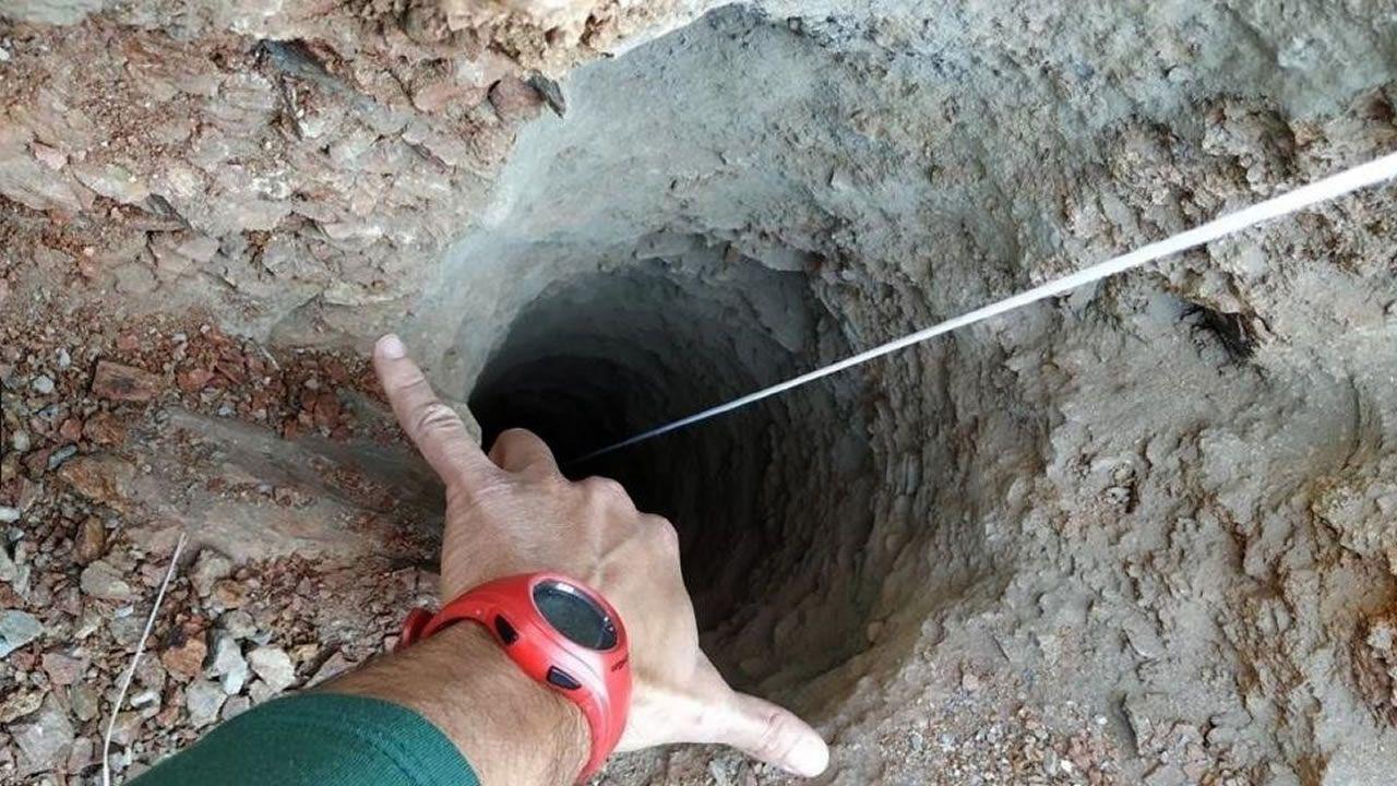 Habla el padre de Julen: «Le vi desaparecer y me eché al pozo».El agujero tiene más de 100 metros de profundidad y unos 30 centímetros de diámetro