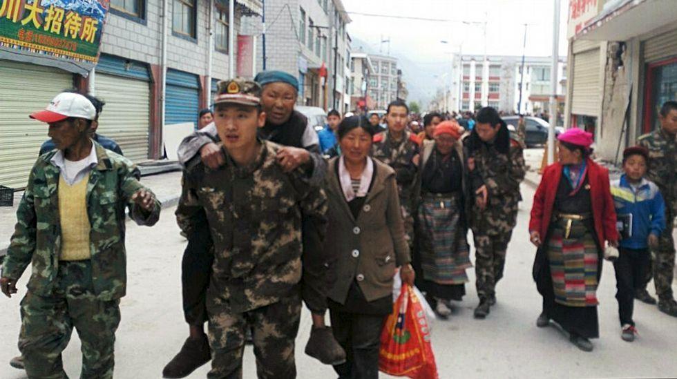 El terremono también ha llegado al Tibet, donde ha provocado derrumbes y víctimas.