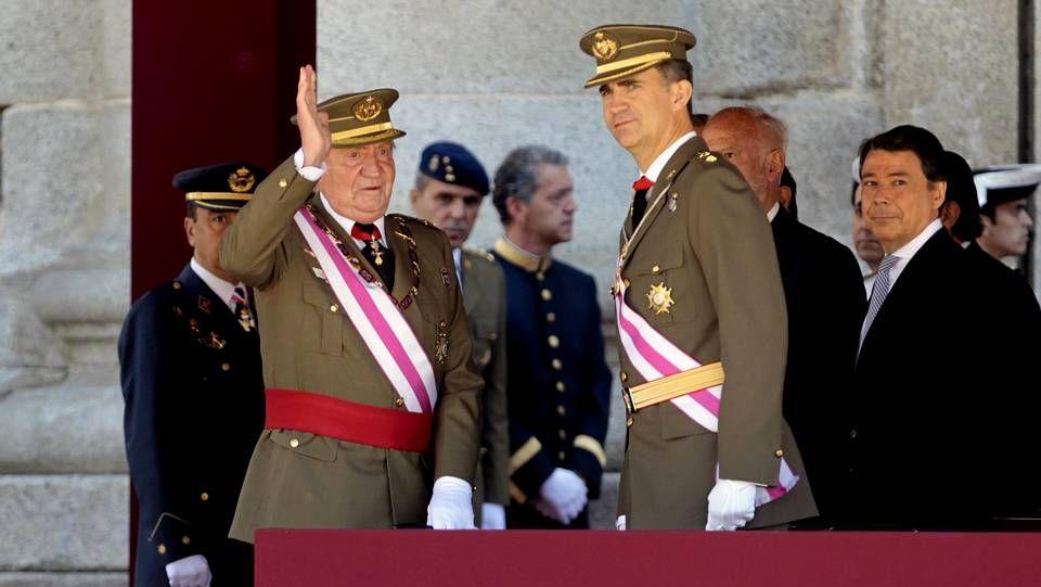 Juan Carlos I con Felipe VI durante uno de sus últimos actos como monarca