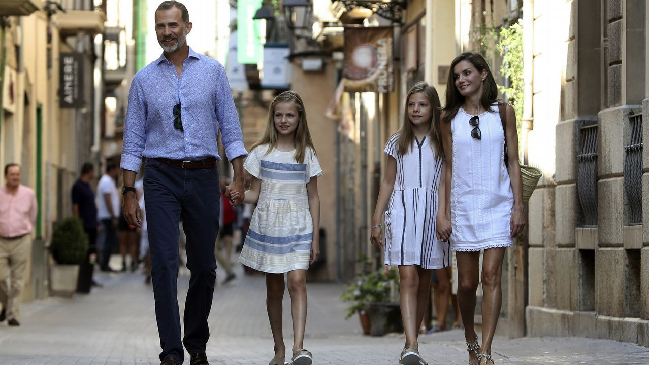 Visita de los Reyes y sus hijas al museo modernista Can Prunera.