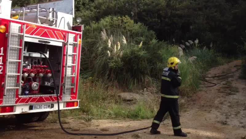 Incendio en la casa modernista de Cambre.Concentración en A Coruña contra el maltrato.